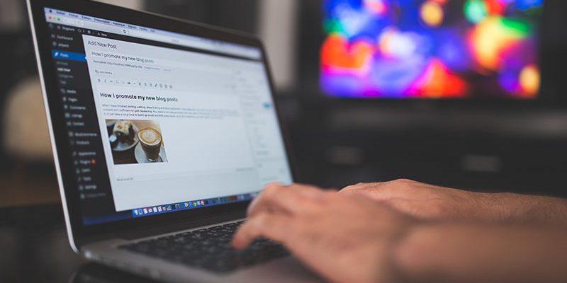 blogging-blur-business-261662